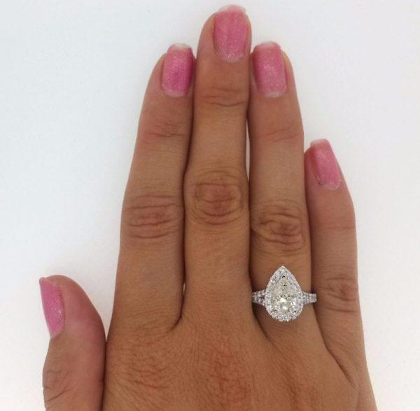 2.5 Ct Pear Shape Cut DSi1 Diamond Solitaire Engagement Ring 18K White Gold 2