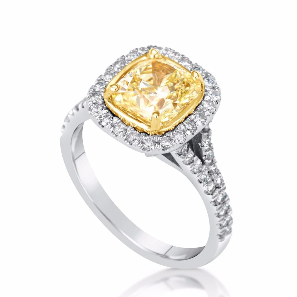 3.75 Ct Cushion Cut Vs1 Diamond Solitaire Engagement Ring 18K Gold